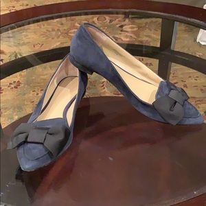 Ann Taylor Navy blue suede bow shoe